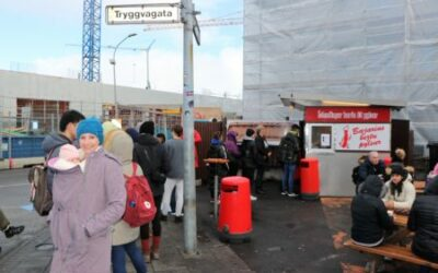 Adventures in Food: Icelandic Hotdogs